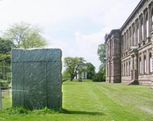 """""""Ein Granitblock"""" von Ulrich Rückriem"""