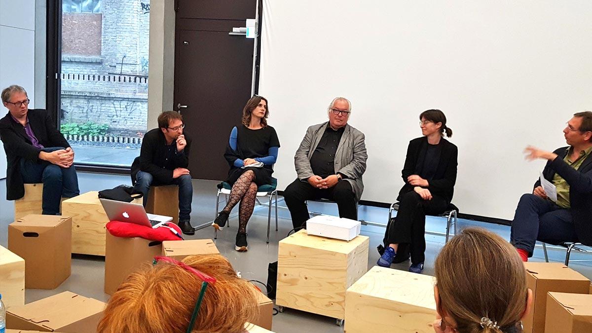 Studierende des Fachbereichs Architektur zeigen Planungen zum documenta Institut