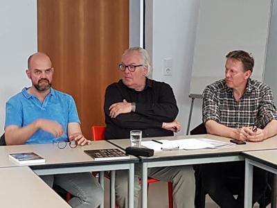 links: Dr. Dirk Pörschmann, Direktor Sepulkralmuseum (Daneben: Jörg Sperling, Lutz Freyer)