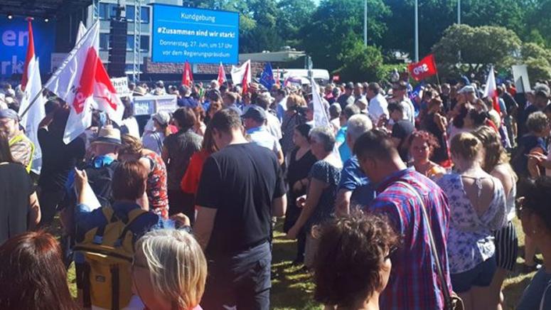 """Stadt Kassel lud unter dem Motto """"Zusammen sind wir stark!"""" zu einer großen Kundgebung ein"""