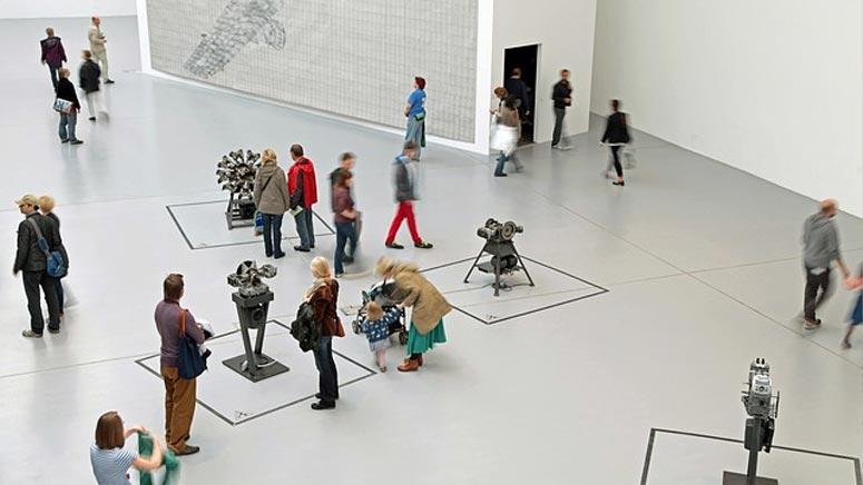 Wissenschafts- und Kunstministerin Angela Dorn:  Exzellente Forschung zu exzellenter Kunst …