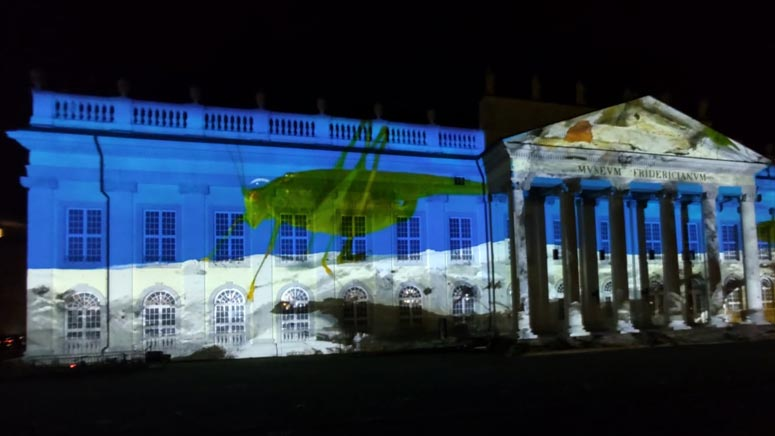 Illuminierung des Fridericianum mit einer Filmarbeit von Trisha Baga