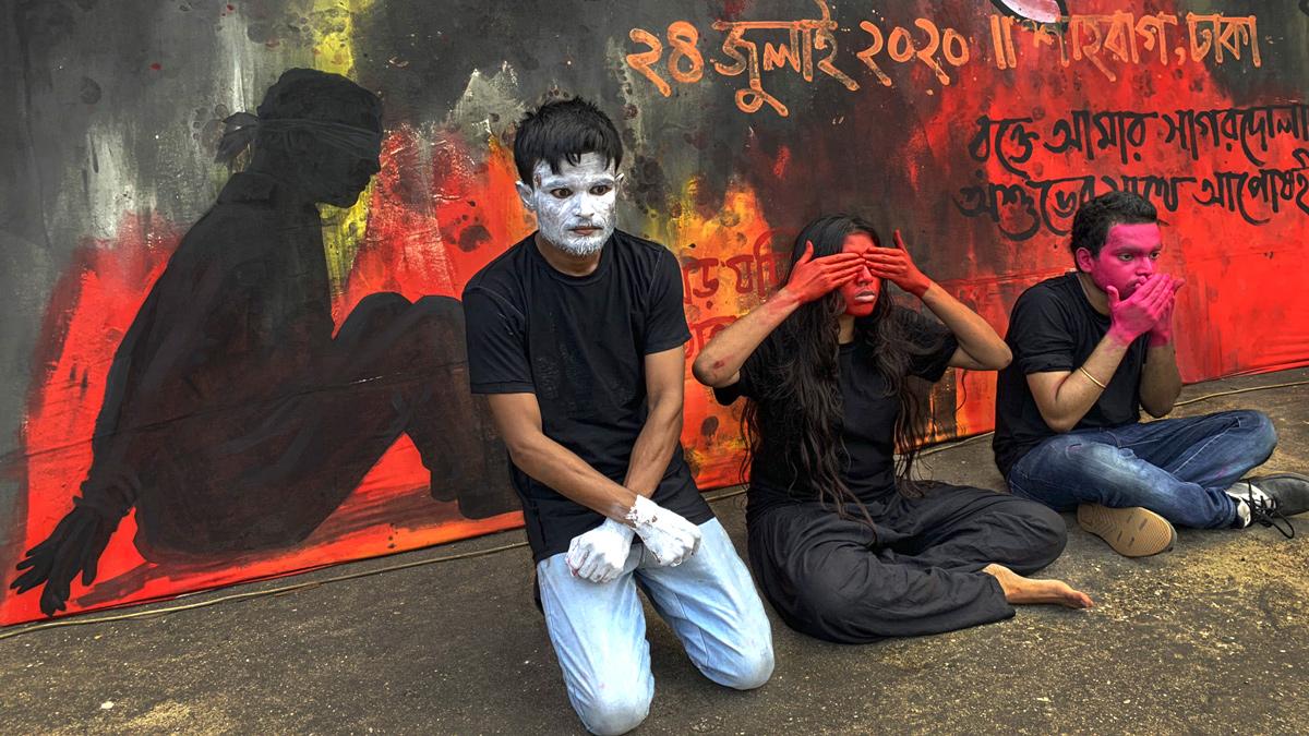 Künstler*innen protestieren gegen den Digital Security Act 7980 auf dem Shahbag-Platz, Dhaka