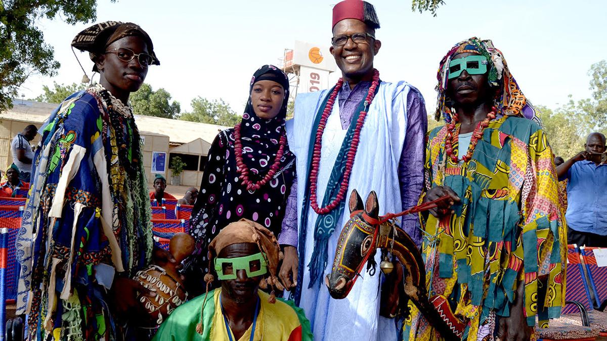 Mamou Daffé und seine Kôrèdugaw-Kolleg*innen während der Eröffnung von Ségou'Art - Festival sur le Niger, Mali 2021, Foto: Amadou Keïta